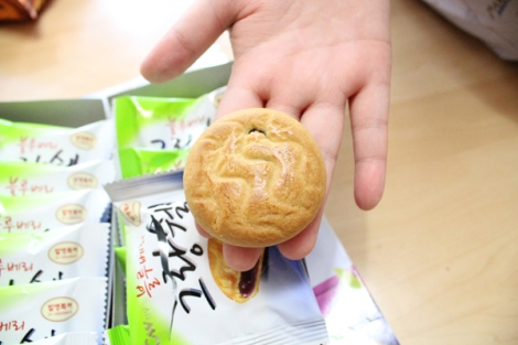 Today I ate delicious cookies in Korea.3